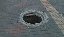 要小心马路上的下水井盖