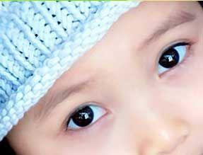 眼白发蓝是缺钙吗?