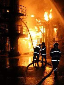 燃烧产物对火灾扑救有何影响?
