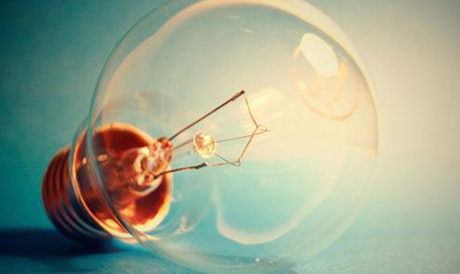 曼妙的梨形身材—电灯泡